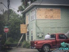 Přípravy na hurikán začaly ve velkým...