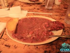 Tuhle šílenost si dal Balů v New Orleans, co se týče zkoušení jídla, tak já se držím při zdi :D :D