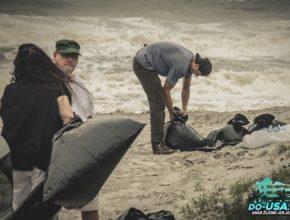 Lidé si nabírali písek i na pláži :-)